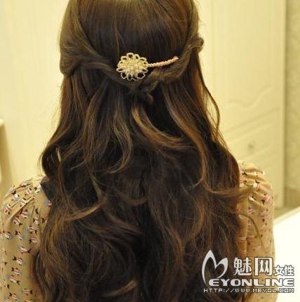 魅网 美容 美发造型    小编带来一款 中长发 发型扎法图解,简单几步图片