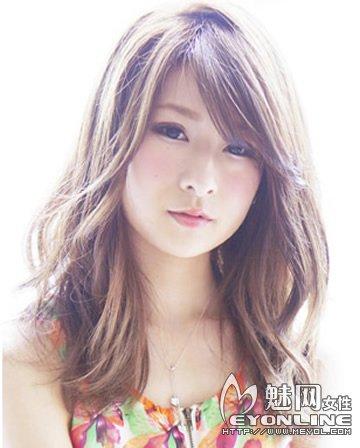 女生长发发型大全 长卷发更能修饰脸型